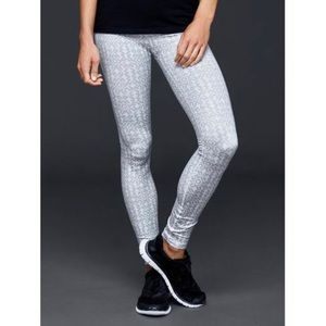 Gap Women's White Fit Gfast Twist Print Leggings